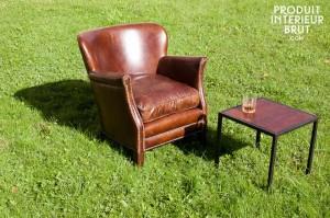 Un fauteuil club clouté  – Produit Intérieur Brut…